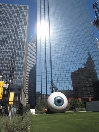 ‪Giant Eyeball‬