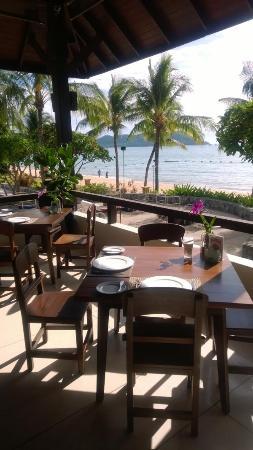 Sea Sand Sun Resort And Villas: Überdachte offene Terasse mit blick aufs Meer