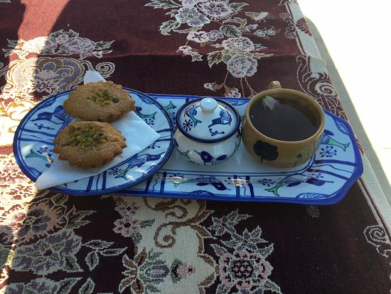 Yazd Art House: Tea and iranian sweets