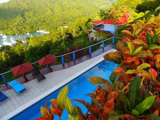 Chateau Mygo Villas: View of the pool and Marigot Bay
