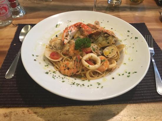 Pepenero Koh Samui: Caprese with parma ham e mozzarella dop, seafood spaghetti