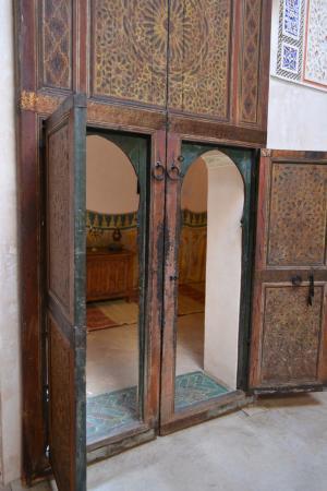 Musee de Mouassine: wooden door