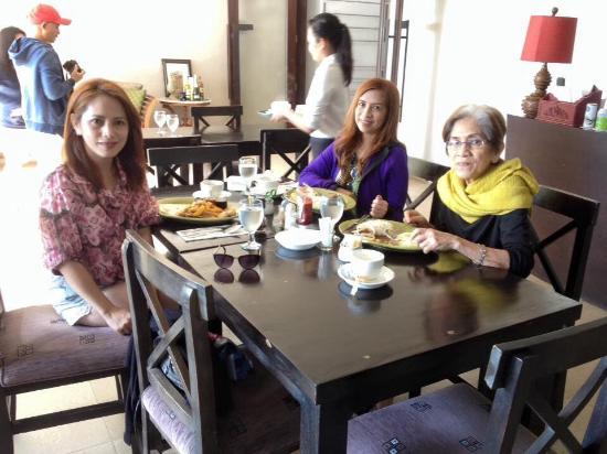 The Theodore Hotel: breakfast