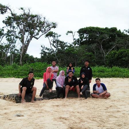 Balekambang Beach: ini foto kami saat berkunjung ke Balekambang beberapa hari yang lalu. So beautiful!