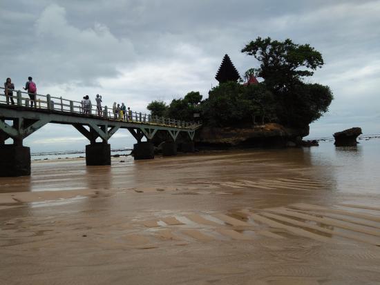 Balekambang Beach: Salah satu view di Pantai Balekambang