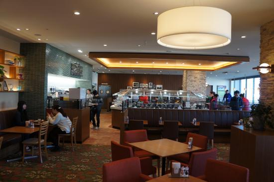 Richmond Hotel Premier Tokyo Oshiage: Modern restaurant for breakfast. Less food options