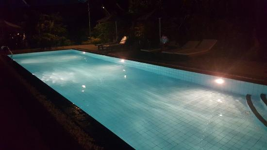 Blue Sea Boutique Hotel: Pool in Evening