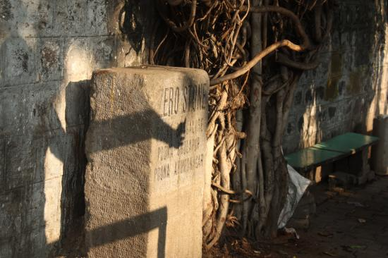 BeetleWalk: Pune Zero Stone - A significant landmark that is lost in anonymity today!