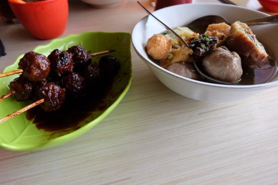 Bakso President: grilled meatball and mix variant meatball