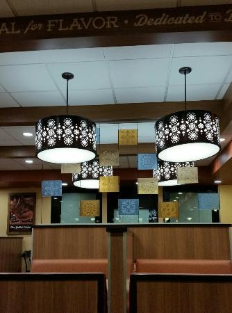 El Pollo Loco: Dining room