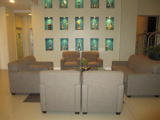 Royal Oasis: Lobby