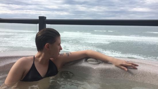 Lincoln City, Орегон: Jacuzzi and view