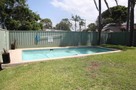 Gorokan Australia  city pictures gallery : Gorokan, Australia: Grassed Pool Area