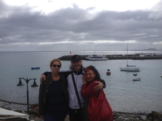 Paseo Maritimo: Il porto e sullo sfondo l'isola di Fuerteventura.