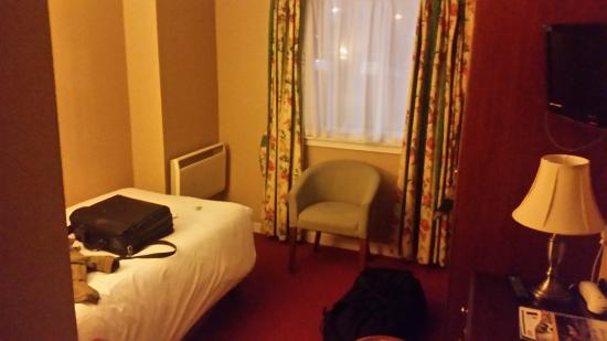 Cairn Hotel: A cosy single bed room