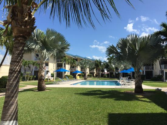 Cayman Reef Resort: condos and pool from beach