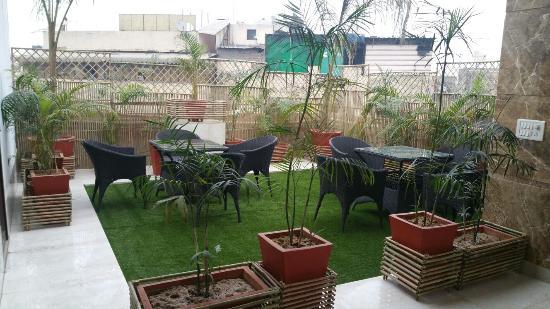 Hotel Arihant: Terrace Garden Restaurant