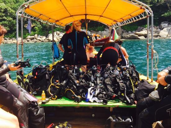"""Scuba Quest Dive Center Kamala : Mitt aller første dykk i et uendelig stort """"akvarium"""" mellom PaTong og Kamala med Monique. :)) A"""