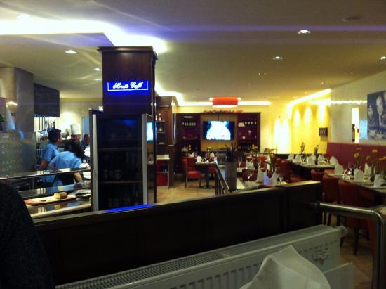 Restaurant mit offener Küche - Bild von In Bocca al Lupo, Wuppertal ...