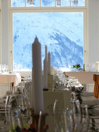 Hotel Regina: Blick vom Jungfrausaal auf die zum greifen nahen Berge