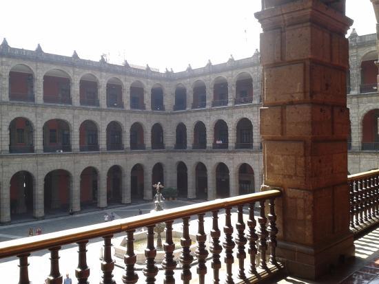 Espacio interior del palacio nacional picture of for Espacio interior