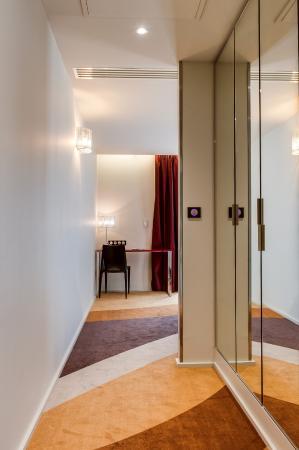 Hotel La Ferriere: Couloir PMR