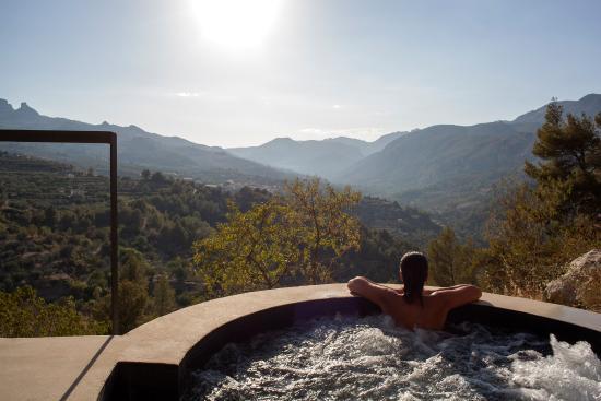 Jacuzzi exterior climatizado Picture of VIVOOD Landscape Hotels