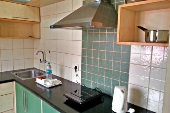 The Grand Serenity - Apartment Hotel: kitchenette