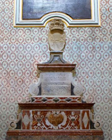 Chiesa di Santa Maria di Gesu: Lapide Ventimiglia