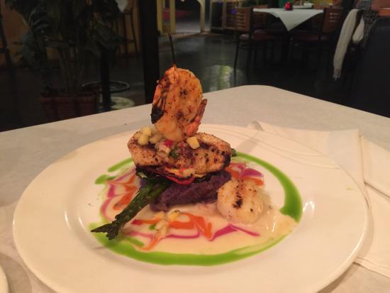Jackie Rey's Ohana Grill: fish mahimahi and pork chops