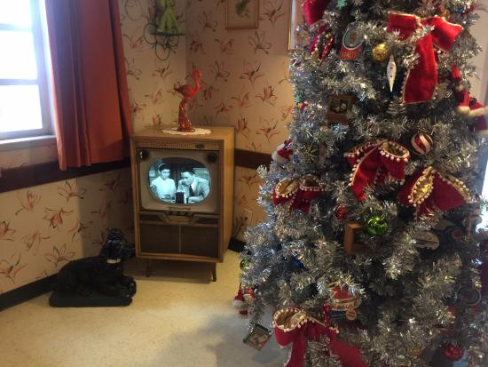 50s Prime Time Cafe: TV straight from the past and the Christmas decorations were even