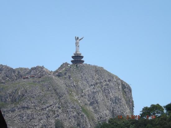 Patung Yesus dipandang dari Terminal Makale
