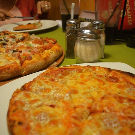 Flippers Pizzeria Orlando 11062 International Dr Restaurant