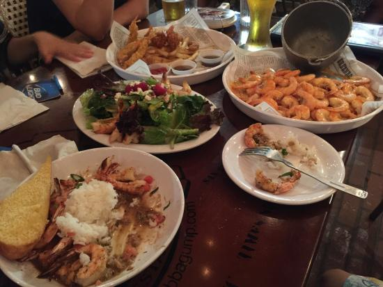 Bubba Gump Shrimp Co.: many kinds of shrimps and tv of NBA