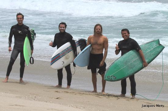 Punta Hermosa Surf Hostel: Surf Session con buenos amigos!