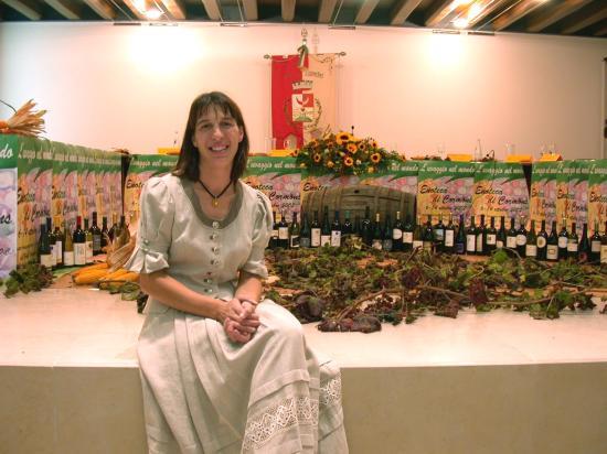 Enoteca di Cormons: Elena Orzan, direttrice Enoteca Cooperativa Cormòns, poliglotta, fine degustatrice, vasta conosc