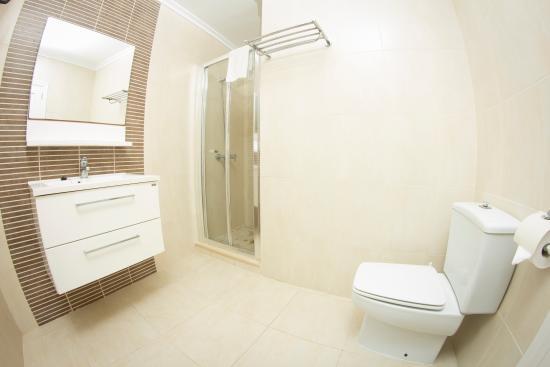 Cala Ferrera, Spania: bathroom