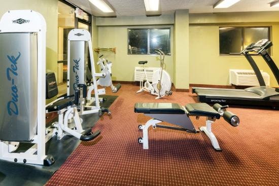 Super 8 Strongsville: Fitness room