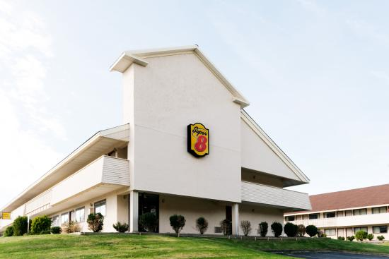 Super 8 Strongsville: Welcome to Super 8