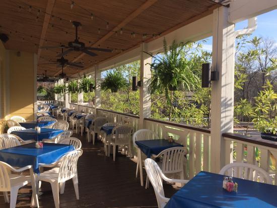 Jackson, MS: Beautiful patios seating 100 outside