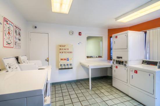laundry room picture of motel 6 chicago elk grove elk grove rh tripadvisor com