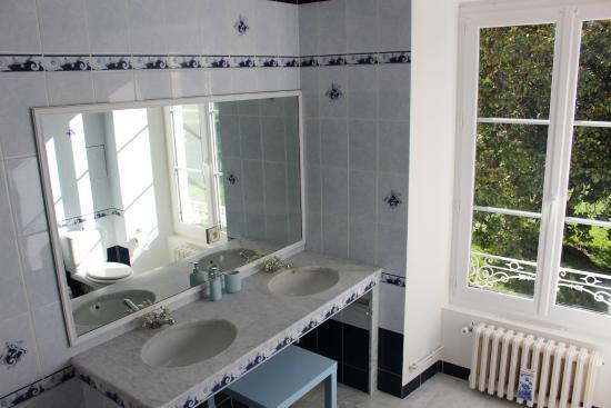 Chateau de la Touche : Salle de bain Chambre Mélusine