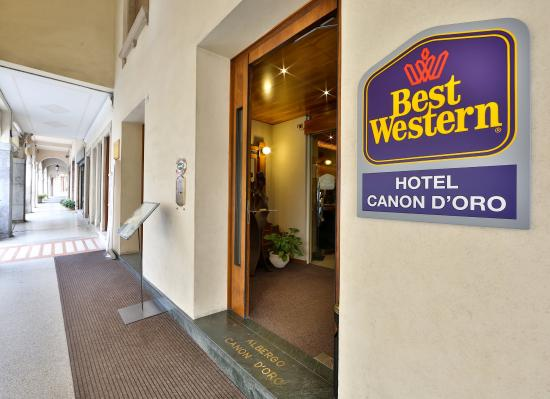 BEST WESTERN Hotel Canon d'Oro: Entrance