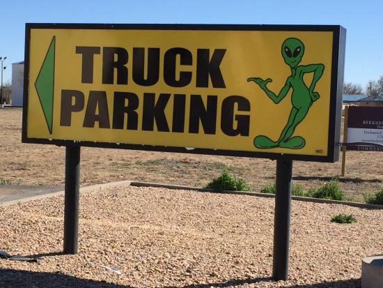 BEST WESTERN Sally Port Inn & Suites: The town caters to Aliens!