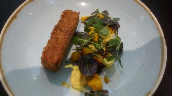 Bridgend, Irlanda: Breaded pigs head with black pudding and a pickled veg salad