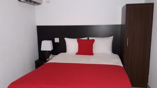 AZ Hotel & Suites: Habitación Sencilla