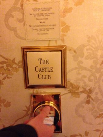 Private elevator for castle club only picture of for Chambre castle club disneyland hotel