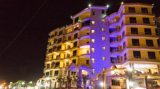 Flomi Hotel