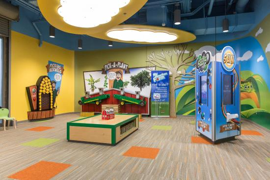 IQhub: Visit the Kids' Korner, with games and lots of toys and books!
