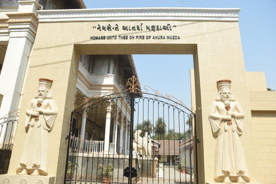 Udvada, India: Entrance